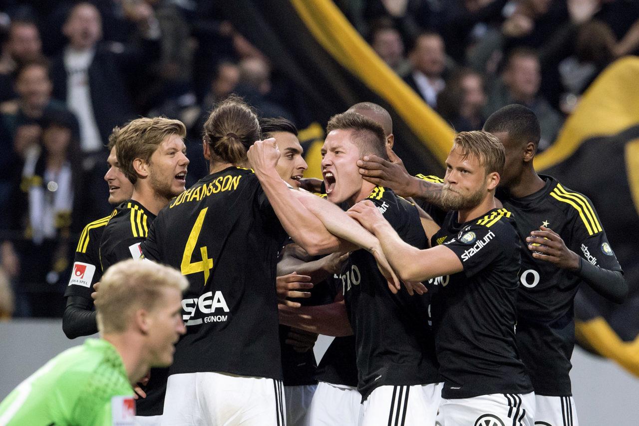 160516 AIK:s Haukur Heidar Hauksson jublar efter att ha gjort 2-0 under fotbollsmatchen i Allsvenskan mellan AIK och DjurgŒrden den 16 maj 2016 i Stockholm.  Foto: Erik Simander / BILDBYRN / Cop 201