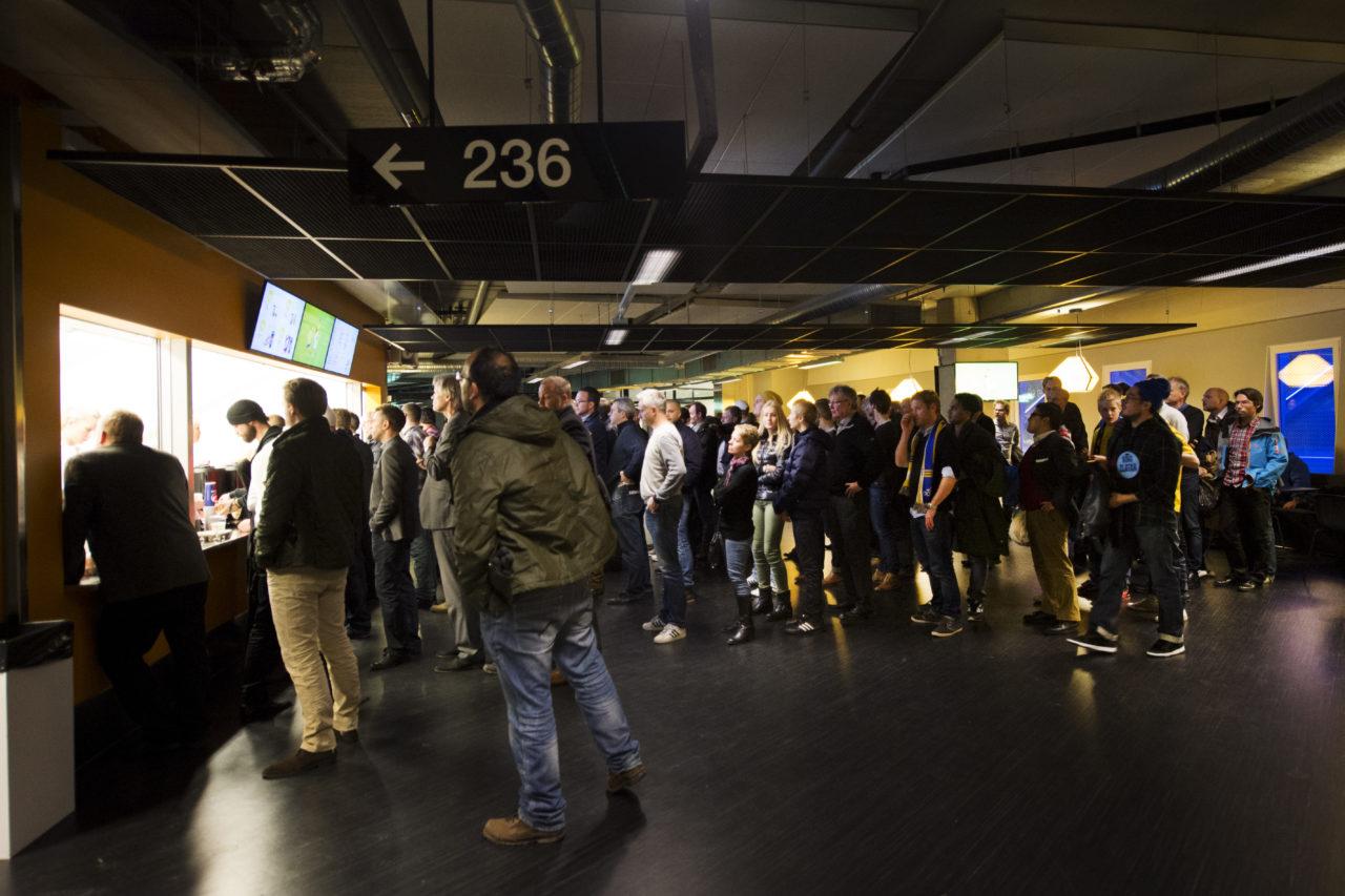 121114 Fotboll, trŠningslandskamp, Sverige - England: kš till en av kioskerna. © BildbyrŒn - 73628 - NILS JAKOBSSON / BILDBYRN