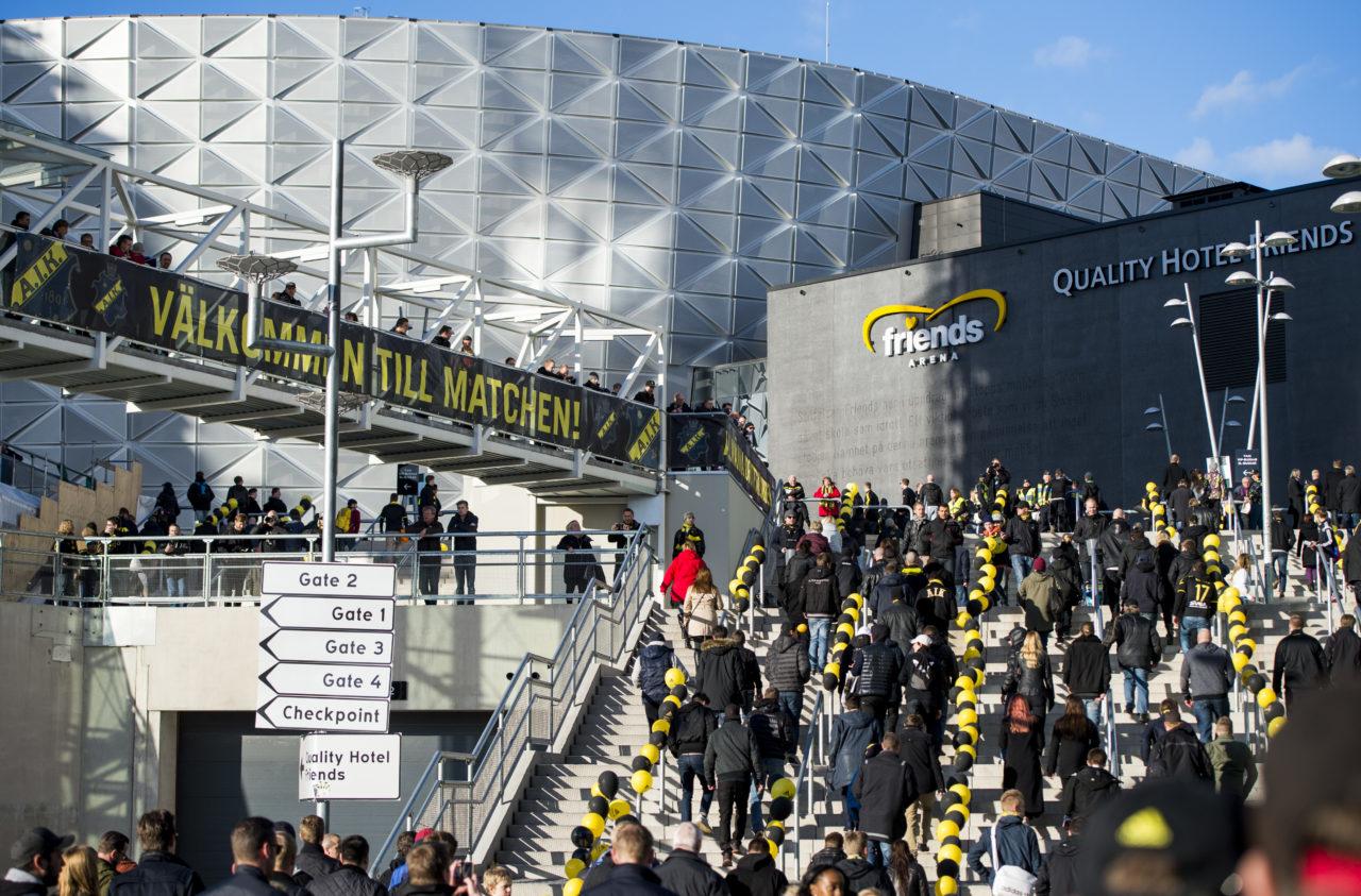 Publiken anläŠnder till Friends Arena för fotbollsmatchen i Allsvenskan mellan AIK och IFK Gšöteborg den 31 mars 2014 i Solna. Foto: Marcus Ericsson / Bildbyrån / kod ME / 82676