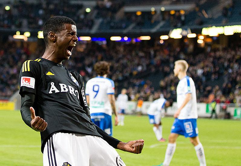 Alexander Isak jublar efter ett av sina mål i matchen AIK - IFK Norrköping FK den 2 oktober 2016 på Friends Arena i Solna.