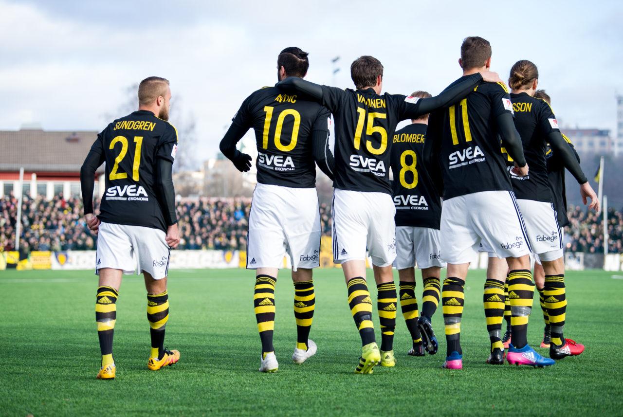 Stockholm Sverige  Aiks Spelare Firar Segermalet Under Matchen