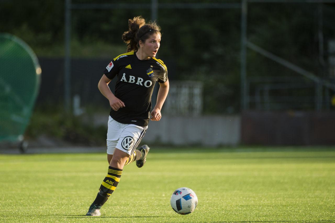 AIK:s Loreta Kullashi under fotbollsmatchen i Elitettan mellan AIK och Ālta IF den 3 juni 2016 på Skytteholms IP i Solna. Foto: Simon Hastegård / Bildbyrån / Cop 118