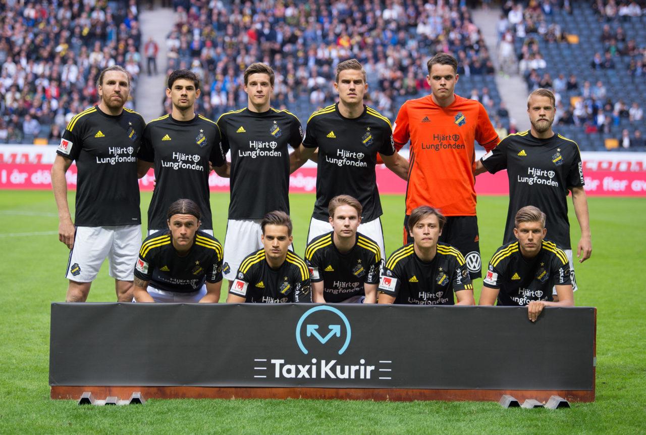 STOCKHOLM, SVERIGE - 29 MAJ 2017 : AIK:s startelva inför matchen i Allsvenskan mellan AIK och Malmö på Friends Arena den 29 Maj i Stockholm ( Foto: Jesper Zerman / Pic-Agency.com )   Nyckelord Keywords: Fotboll, Allsvenskan, AIK, Malmö