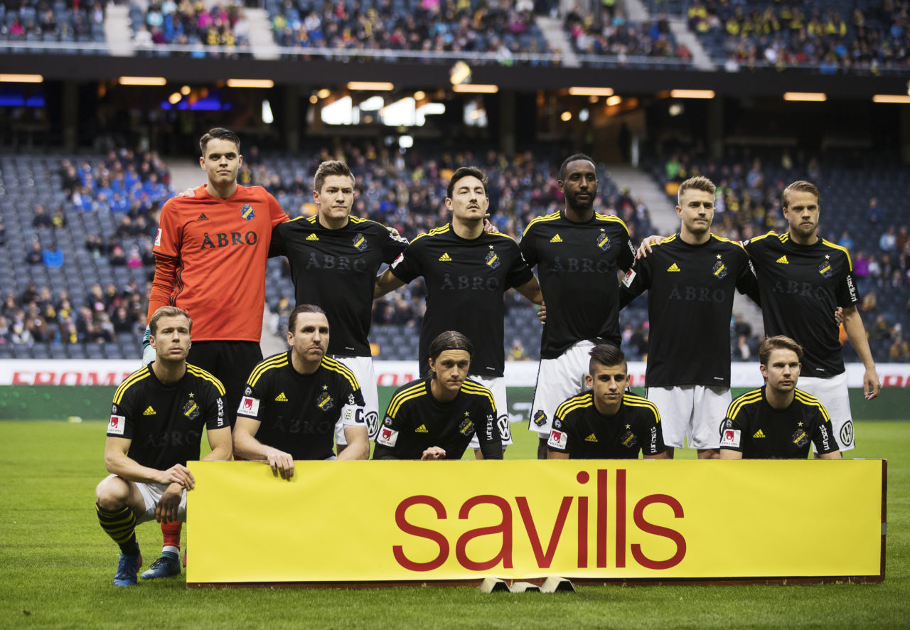SOLNA, SWEDEN - OCTOBER 15: Oscar Linner, Haukur Hauksson, Stefan Ishizaki, Henok Goitom, Rasmus Lindkvist, Daniel Sundgren, Per Karlsson, Nils-Eric Johansson, Kristoffer Olsson, Nicolas Stefanelli, Johan Blomberg of AIK ahead of the Allsvenskan match between AIK and Jonkopings Sodra IF at Friends Arena on October 15, 2017 in Solna, Sweden. (Photo by Nils Petter Nilsson/Ombrello via Getty Images)