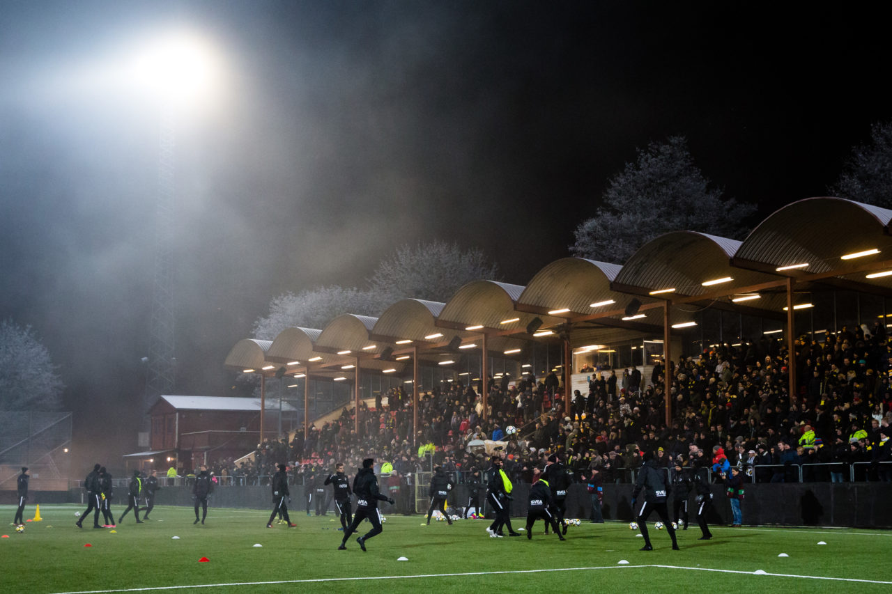 180110 AIK:s spelare spelar tvŒmŒl framfšr en fullsatt lŠktare pŒ Skytteholms IP under en fotbollstrŠning med AIK den 10 Januari 2018 i Stockholm.  Foto: Andreas Sandstršm / BILDBYRN / Cop 104