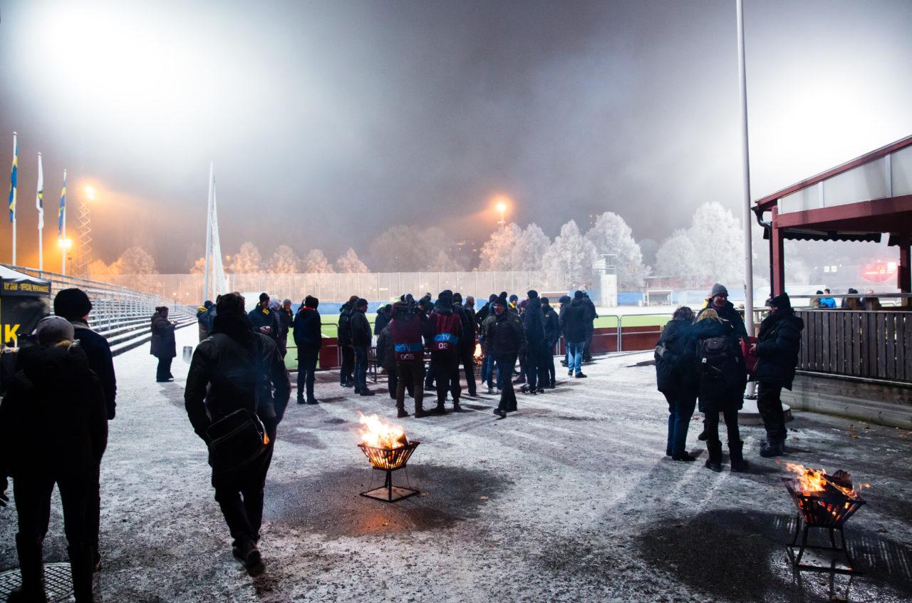 180110 Publik samlas fšr att fšlja AIK:s fšrsta trŠning fšr sŠsongen under en fotbollstrŠning med AIK den 10 Januari 2018 i Stockholm.  Foto: Andreas Sandstršm / BILDBYRN / Cop 104